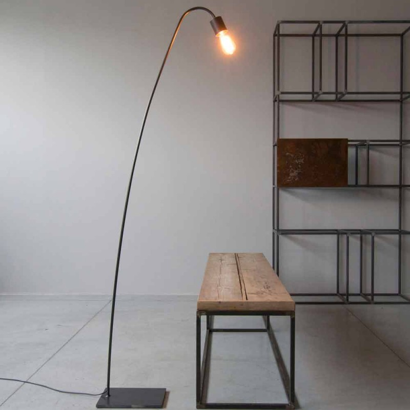 Artisan Design gulvlampe i sort jern fremstillet i Italien - Curva