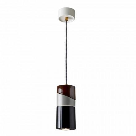 Suspenderet lampe i messing og moderne farvet keramik lavet i Italien Asien