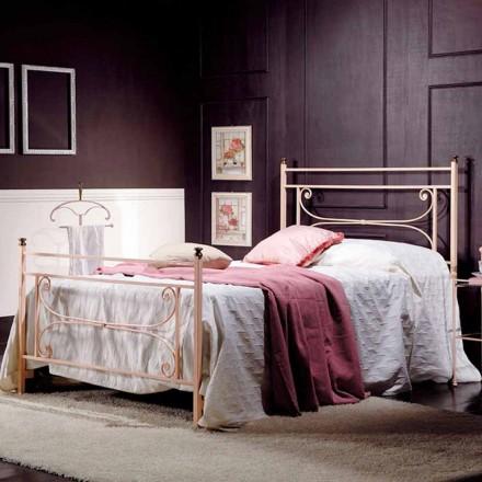 Queen size seng og et halvt firkantet smedejern hamrede Claudia