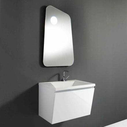 Badeværelse med vask og designer spejl i træ og mineral marmor - Fausta