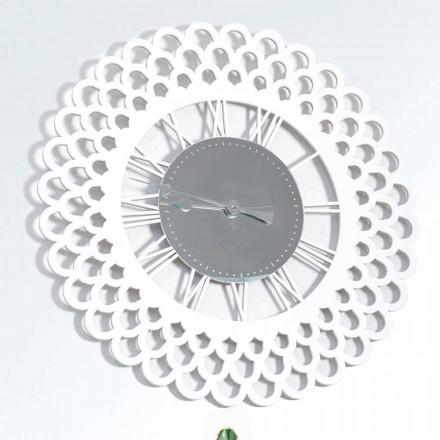 Hvid trævæg ur og stort blomsterdesign - Gerbera