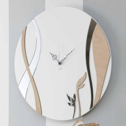 Moderne og rund vægur med dekoreret trædesign - harmoni