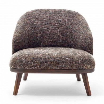 Stof lounge stol med massivt træ base fremstillet i Italien - Pepina