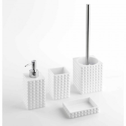 Sæt med moderne badeværelsestilbehør i hvid harpiks eller sandperler
