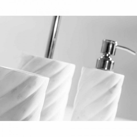 Badeværelsesdesign tilbehør i Calacatta Monza marmor