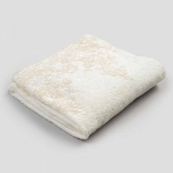 Badehåndklæde af bomuldsfrotté med hørblendedesign med blonder - Ginova