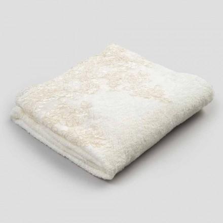 Badehåndklæde af bomuldsfrotté med kant i linnedblanding og blonde - Ginova