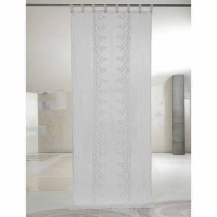 Hvid og lys hængetæppe med blonder, elegant design - Geogeo