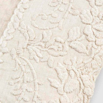 Beige linned firkantet duge med håndlavet luksus kronblad broderi - Vippel